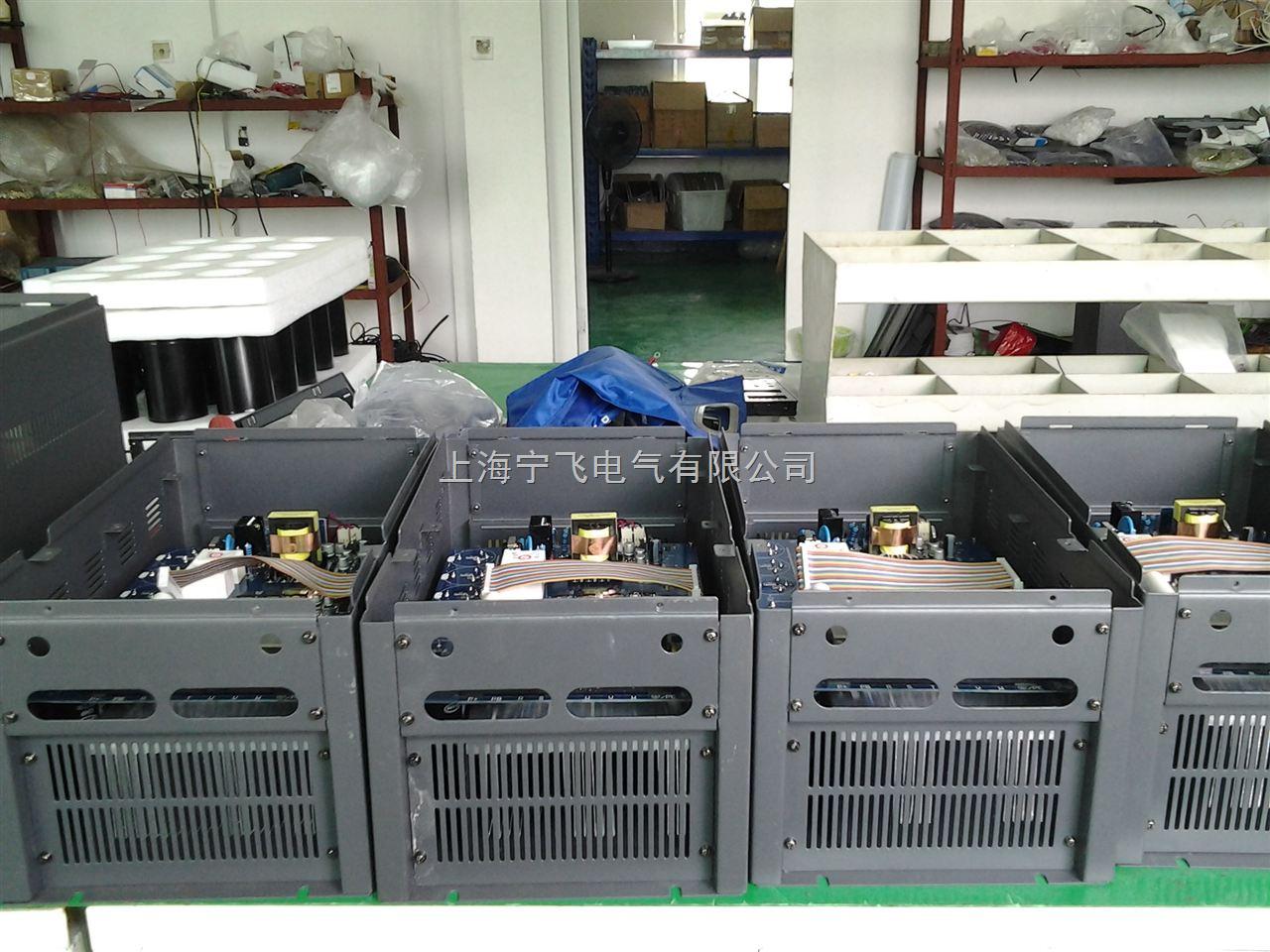 """电动机使用变频器的作用就是为了调速,并降低启动电流。为了产生可变的电压和频率,该设备首先要把电源的交流电变换为直流电(DC),这个过程叫整流。把直流电(DC)变换为交流电(AC)的装置,其科学术语为""""inverter""""(逆变器)。一般逆变器是把直流电源逆变为一定的固定频率和一定电压的逆变电源。对于逆变为频率可调、电压可调的逆变器我们称为变频器。变频器输出的波形是模拟正弦波,主要是用在三相异步电动机调速用,又叫变频调速器。对于主要用在仪器仪表的检测设备中的波形要求较高的可变频率逆变器"""