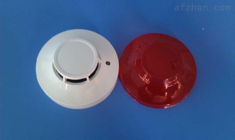 光电式烟雾报警器 电离式烟雾报警器 光电烟雾火灾探测报警器 烟感探测器 名称:烟雾探测器DF-828-1PL(联网型) 有线火灾报警器功能特点:   1、采用微处理器控制 2、自动复位/断电复位可选 3、红外光电传感器 4、联网输出N.C. / N.O.可选 5、LED指示报警 6、金属屏蔽罩,抗电磁干扰 7、环境适应性强 8、SMT工艺制造, 稳定性强 9、防尘、防虫、抗白光干扰设计 有线火灾报警器技术参数:   工作电压:9V-35V   静态电流:≤2mA   报警电流:≤10mA