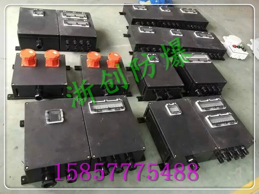 树脂防爆接线箱 防爆电源箱 防爆现场电源箱主要应用于各种工业声所户内户外环境,额定工作电压AC220V/AC380V、频率50/60HZ、直流电压DC220V、额定电流至630A的配电网络中,为设备检修或备用电提供相应的电源接口。产品具有过载、短路、漏电保护等功能,广泛应用于工业、化工、食品、机场、码头、船舶、冶金、电厂、医辽、建筑等行业。按安装方式分:便捷式、明装箱式、暗装式、背板组合式;按箱体外壳材料分:压铸铝合金、工程塑料、冷轧钢板、不锈钢。 树脂防爆接线箱 防爆电源箱 适用范围 1.适用于爆炸性气
